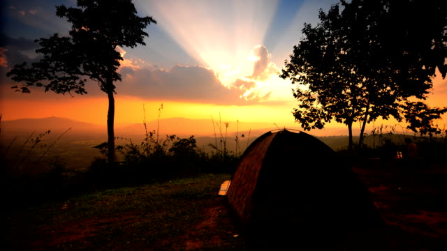 stockvideo's en b-roll-footage met sunset camping time-lapse - tent
