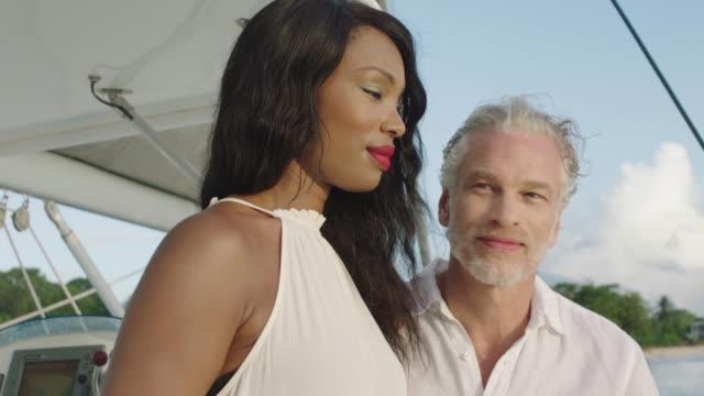 vídeos de stock e filmes b-roll de sunset champagne - cabelo grisalho