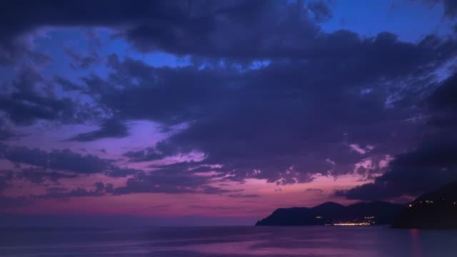 vidéos et rushes de coucher de soleil cinque terre time lapse en italie - antique