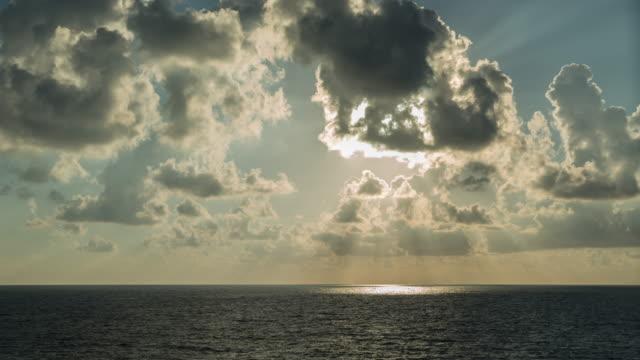 sunset clouds over tyrrhenian sea - ドラマチックな空模様点の映像素材/bロール