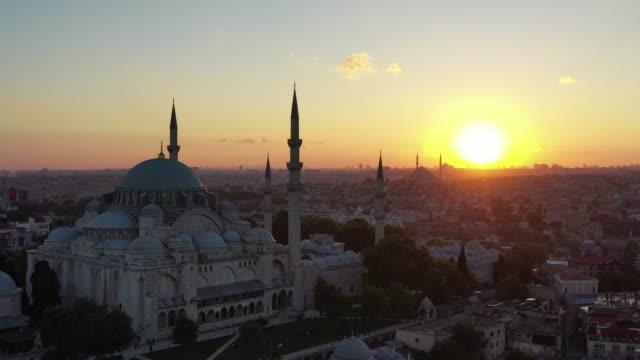 sunset drone video of süleymaniye mosque - モスク点の映像素材/bロール