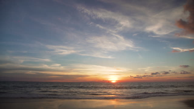 sunset from colombo beach, sri lanka - orizzonte sull'acqua video stock e b–roll