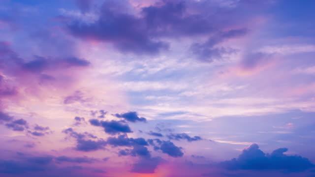 vidéos et rushes de scène de lueur de coucher du soleil 4k - ciel seulement