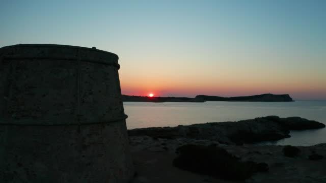 vidéos et rushes de coucher de soleil ibiza. 4k - forteresse