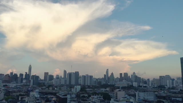 sunset in bangkok city : day tonight time-lapse clouds sky with cityscape. - gru video stock e b–roll