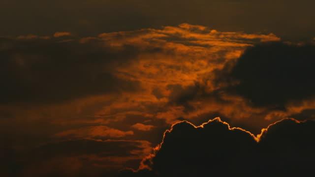 Sonnenuntergang im bewölkten Himmel Cinemagramm