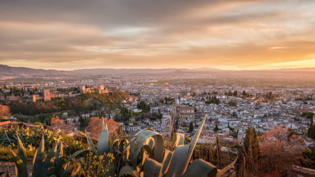 sunset in granada - horizont stock-videos und b-roll-filmmaterial