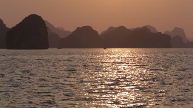 ws sunset in ha long bay / vietnam - halong bay stock videos and b-roll footage