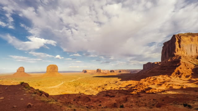 sonnenuntergang im monument valley - zeitraffer-video - canyon stock-videos und b-roll-filmmaterial