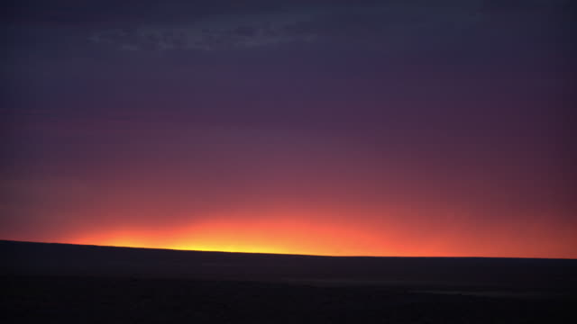 sunset in outer mongolia's gobi desert - horizon over land stock videos & royalty-free footage