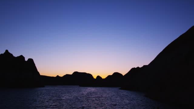 vidéos et rushes de sunset in the desert - lac powell