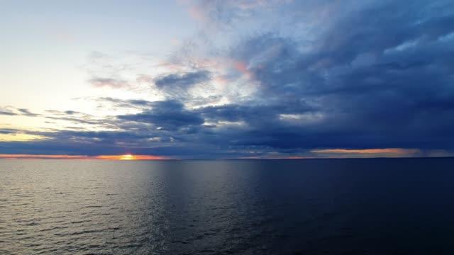 sonnenuntergang im finnischen meerbusen - ostsee stock-videos und b-roll-filmmaterial