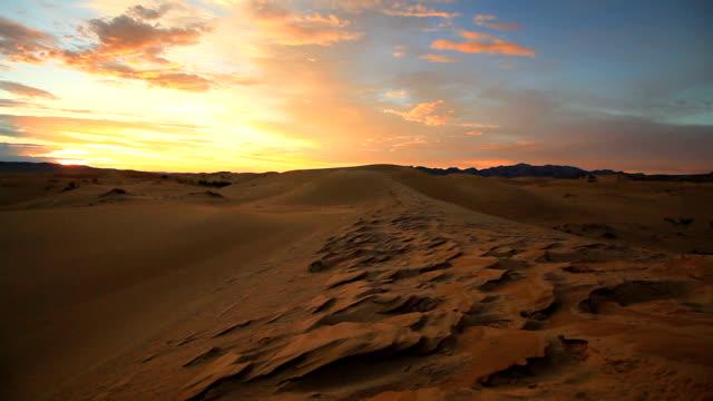 sunset in the sand dunes of the gobi desert - arid stock videos & royalty-free footage