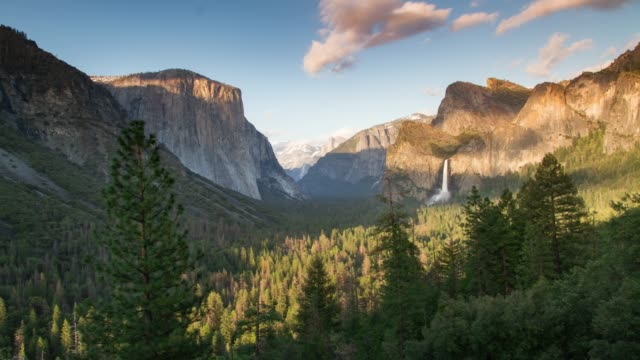 sonnenuntergang im yosemite-nationalpark - yosemite national park stock-videos und b-roll-filmmaterial
