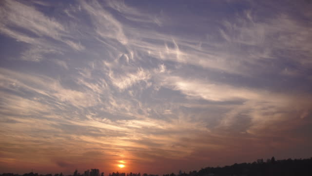 sunset india - panoramica verso il basso video stock e b–roll