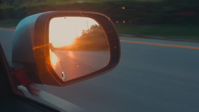 サイドミラーに夕日の光 - 反射点の映像素材/bロール