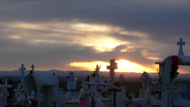 メキシコ墓地のサンセットタイムラプス 7 hd - 墓地点の映像素材/bロール