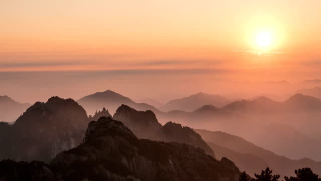 T/L Sunset of Famous Huangshan Mountain in China