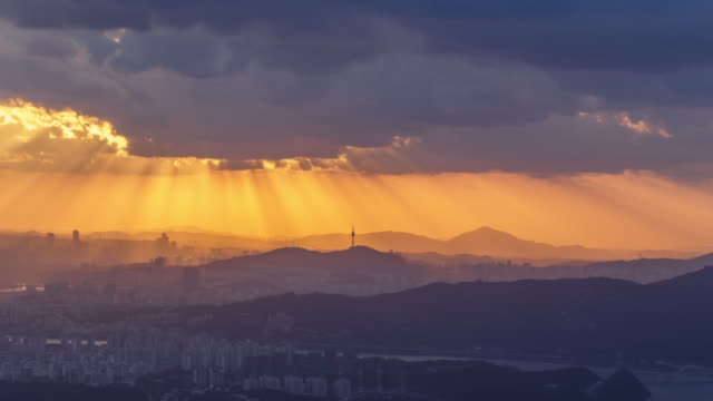 sunset of namsan mountain area - 光線点の映像素材/bロール