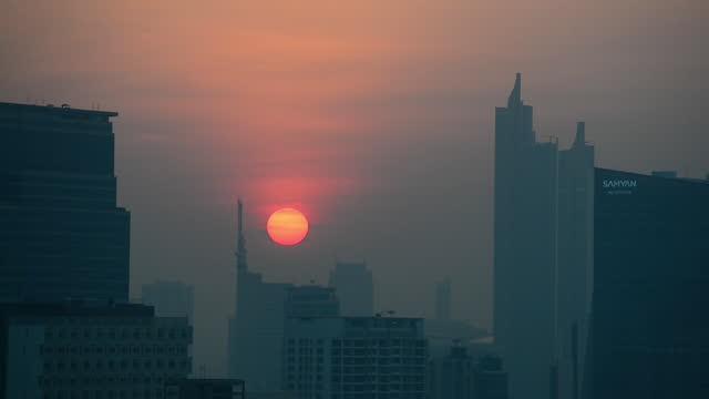 sunset on bangkok skyline during the high air pollution - bangkok stock videos & royalty-free footage