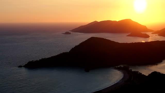 vídeos de stock, filmes e b-roll de pôr do sol na praia, oludeniz, fethiye, turquia - fethiye