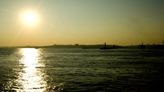 ボスポラス海峡は、イスタンブールのサンセットタイムラプス撮影 - ローカルな名所点の映像素材/bロール