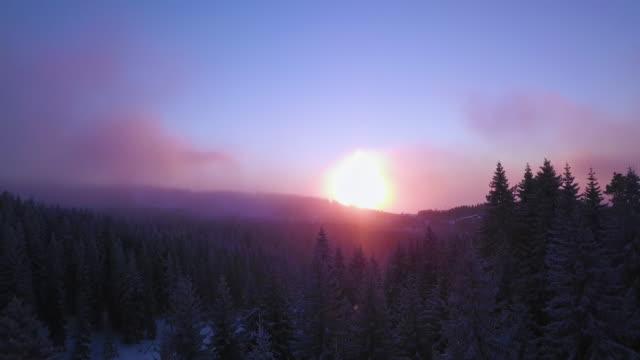 vidéos et rushes de coucher du soleil sur la montagne - station de vacances