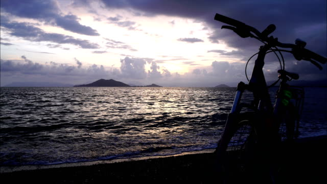 vídeos de stock, filmes e b-roll de por do sol na praia. - fethiye