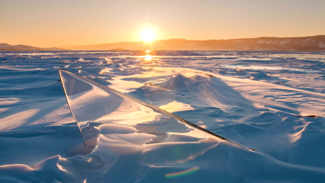 sunset on the ice of lake baikal. timelapse - 寒帯気候点の映像素材/bロール
