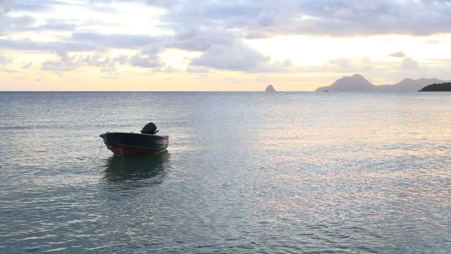 vidéos et rushes de sunset on the island of martinique in the caribbean. - martinique