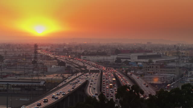 vídeos de stock e filmes b-roll de sunset over 10/5 interchange and warehouses in los angeles - traffic jam