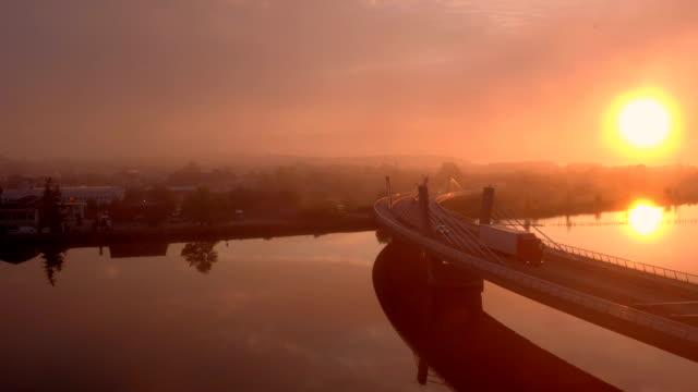 vídeos y material grabado en eventos de stock de puesta de sol sobre un viaducto - multicóptero