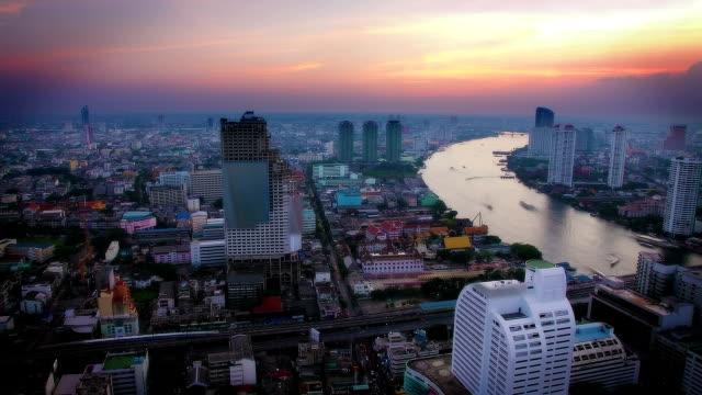 vídeos de stock e filmes b-roll de pôr do sol em banguecoque - rio chao phraya