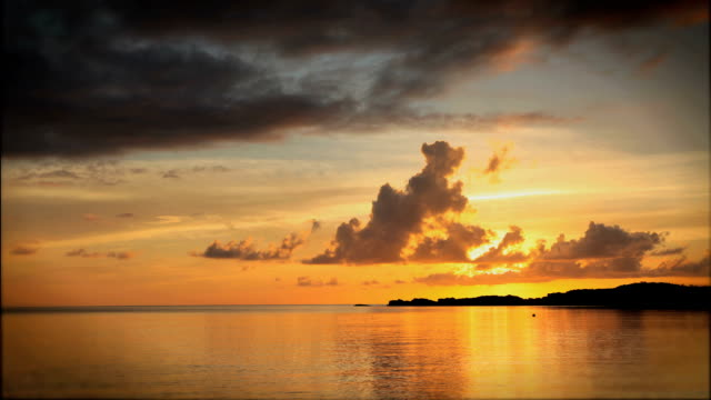 T/L WS Sunset over Caribbean Sea / Nassau, New Providence, Bahamas