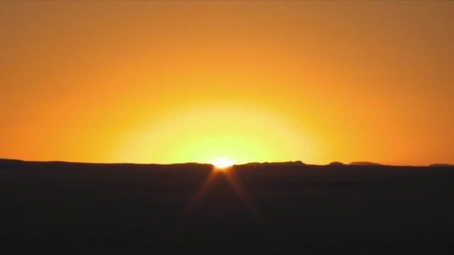 ws zo sunset over flat landscape / khorixas, namibia - horizon over land stock videos & royalty-free footage