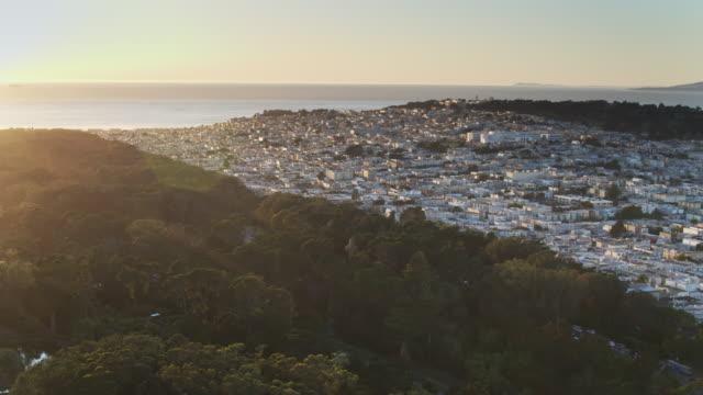 Sonnenuntergang über Golden Gate Park und Richmond District, San Francisco - Schwenken der Antenne