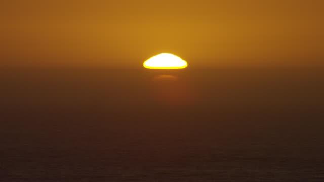 vídeos de stock e filmes b-roll de sunset over ocean horizon - gema semipreciosa