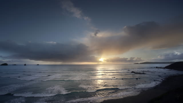 sunset over pacific ocean, oregon - dramatic sky stock videos & royalty-free footage