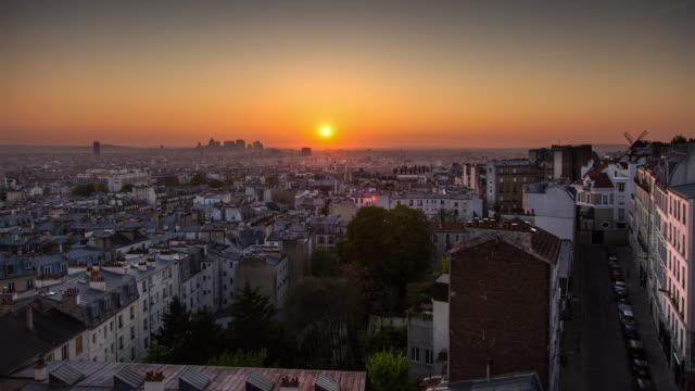 Sunset over Paris from Montmartre - Timelapse