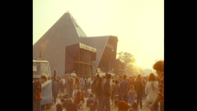 sunset over pyramid stage at 1983 glastonbury festival worthy farm pilton somerset - 1983 stock videos & royalty-free footage