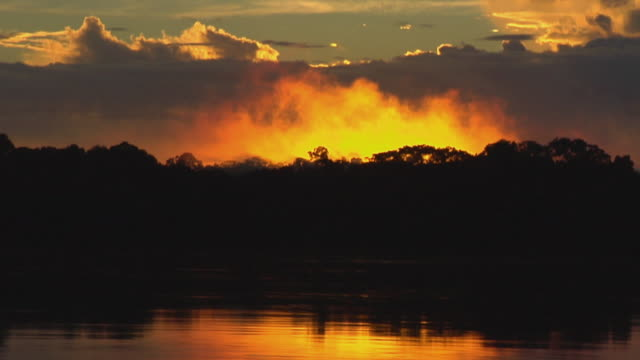 slo mo ws sunset over river negro / sao gabriel da cachoeira, amazonas, brazil - cachoeira stock videos and b-roll footage