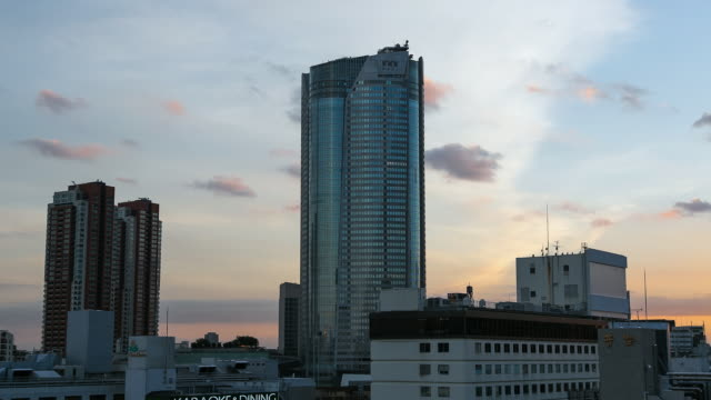 ws t/l sunset over roppongi hills offices tower / tokyo, japan - tower stock videos & royalty-free footage