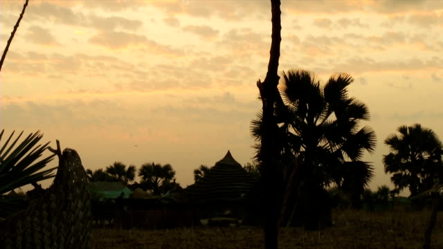 ws sunset over rural village and huts / gogrial/ south sudan - rural scene stock videos & royalty-free footage