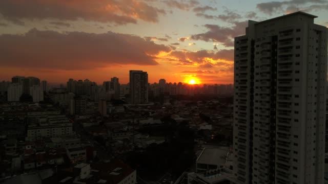 vídeos de stock, filmes e b-roll de sunset over são paulo - manhã