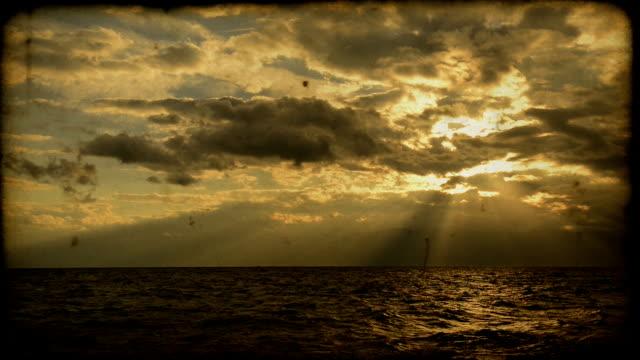 stockvideo's en b-roll-footage met zonsondergang over zee - 8mm filmprojector