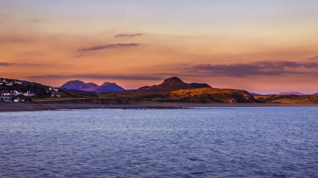 sunset over snowdonia mountain range. - snowdonia video stock e b–roll
