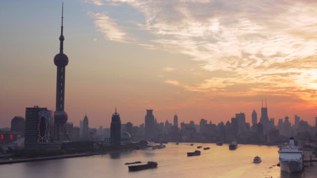 WS Sunset over The Bund and Pudong skyline along the Huang Pu River, Shanghai, China.