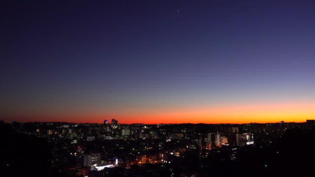横浜の街に沈む夕日