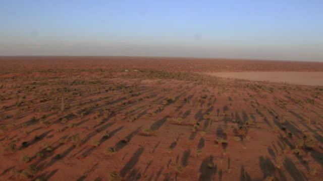vídeos y material grabado en eventos de stock de puesta de sol sobre el desierto de kalahari - desierto del kalahari