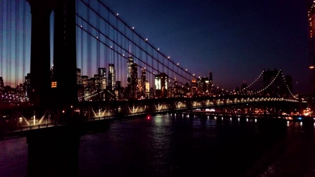 vídeos de stock, filmes e b-roll de sunset over the manhattan bridge in new york city - manhattan bridge